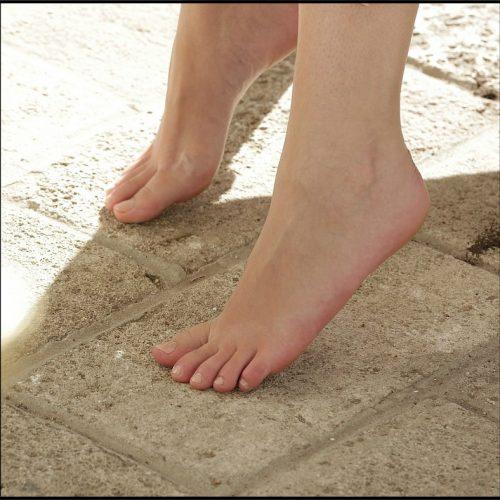 Aria Bares Her Feet